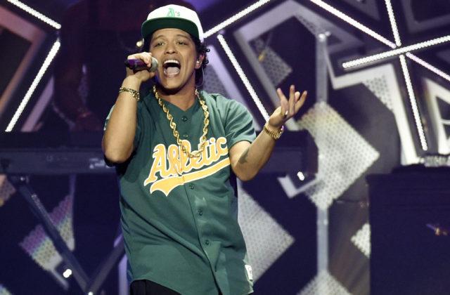 Bruno Mars ovládol nominácie na American Music Awards, cenu môžu získať aj autori hitu Despacito