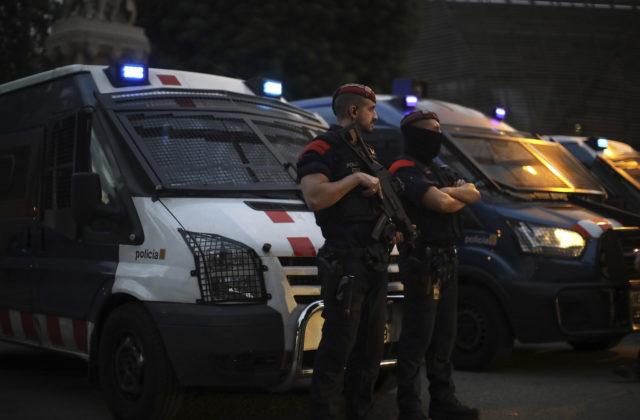 Španielska polícia zadržala podozrivú džihádistku, nahovárala ženu na členstvo v Islamskom štáte