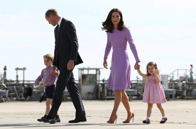 Tretí potomok britského princa Williamaa jeho manželky Catherine by sa mal narodiť v apríli