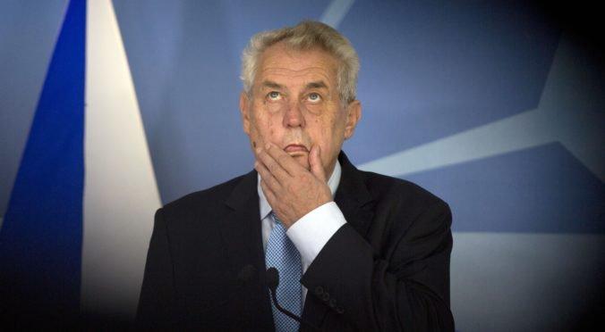 O kreslo českého prezidenta zabojuje deväť kandidátov, Zeman mal najviac chýb pri podpisoch