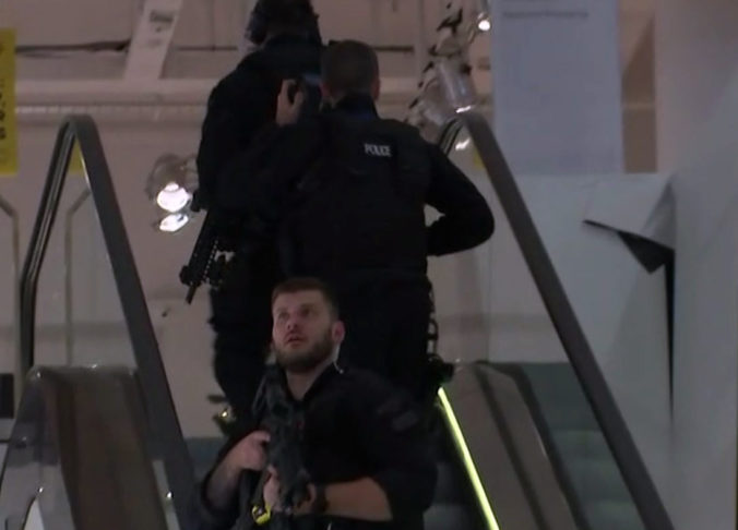 Video: V londýnskom metre sa strieľalo, po incidente nastala masová panika (video)