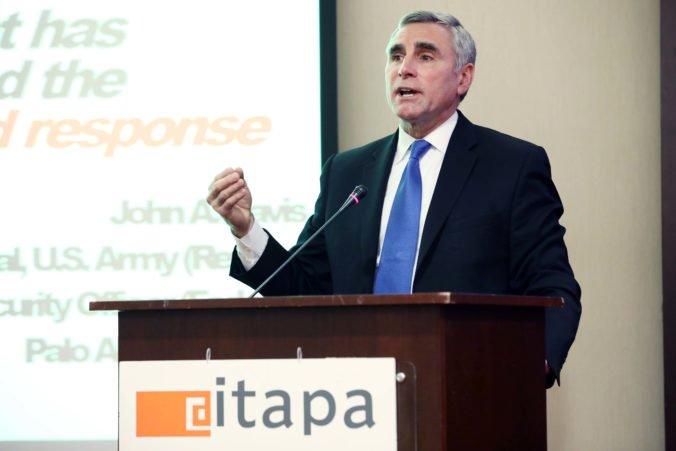 John DAVIS na ITAPA: Svety technológií a kybernetickej bezpečnosti idú opačným smerom. Ochrana kybernetického priestoru musí byť proaktívna a integrovaná