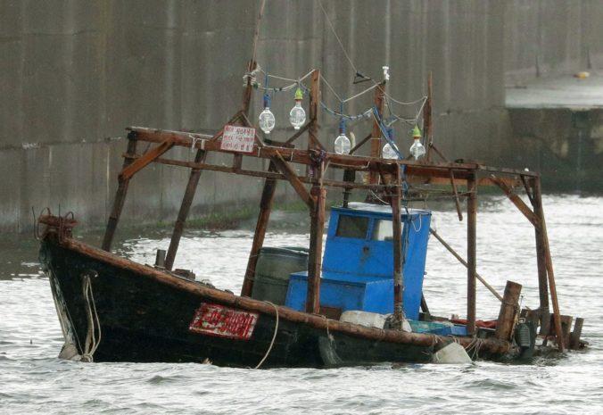 Na japonské pobrežie vyplavilo čln so severokórejskými rybármi, polícia ich vzala do väzby