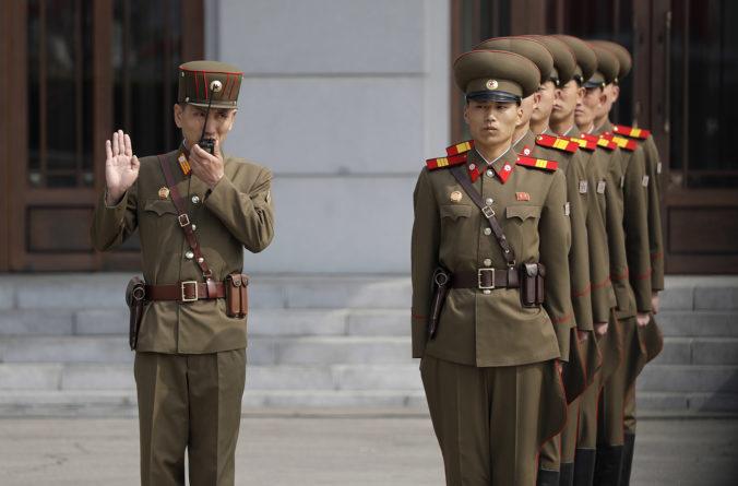 Severná Kórea zrejme vymenila stráž v demilitarizovanej zóne, krajina zrejme posilňuje obranu