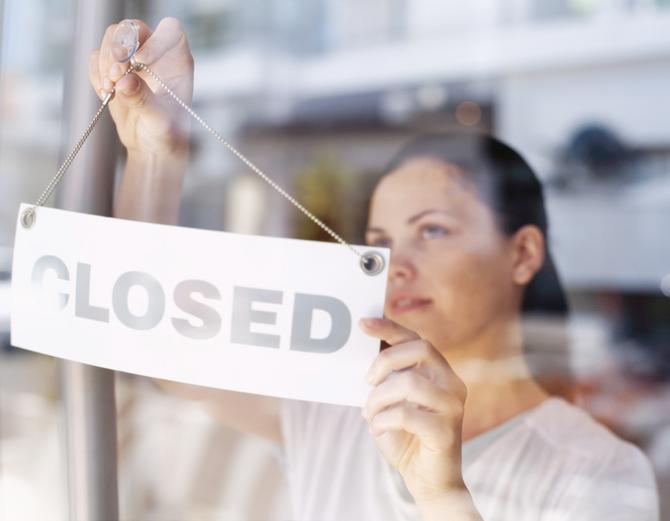 Obchody v Poľsku budú v nedeľu zatvorené, návrh čelí kritike