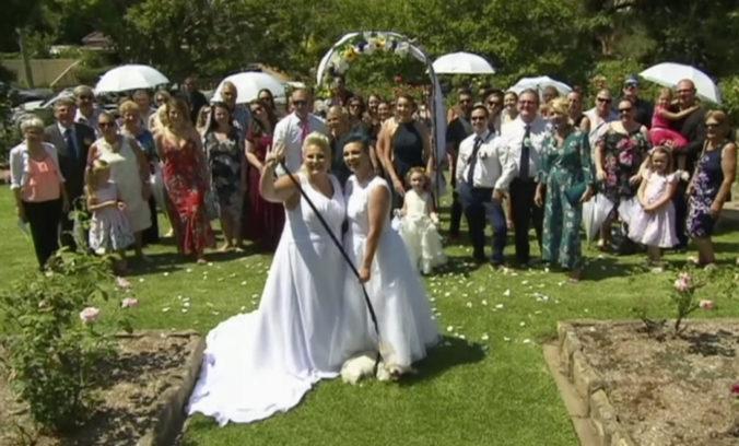 V Austrálii sa zosobášili prvé homosexuálne páry, naplánované sú aj ďalšie svadby