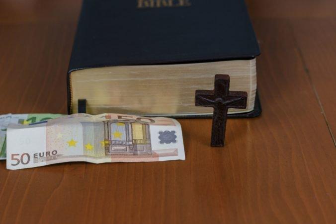 Základné platy duchovných sa zvýšia, najvyšší stúpne na 788,60 eura mesačne