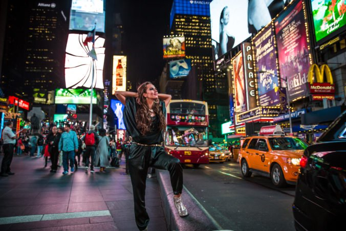 Slovenka Juliett Novak má videoklipy k Work It Out, pod prvú verziu sa podpísal uznávaný producent
