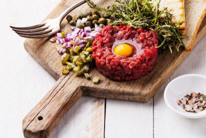 Hygienici si posvietili na reštaurácie, kontrolovali nové pravidlá pre podávanie tatárskych biftekov
