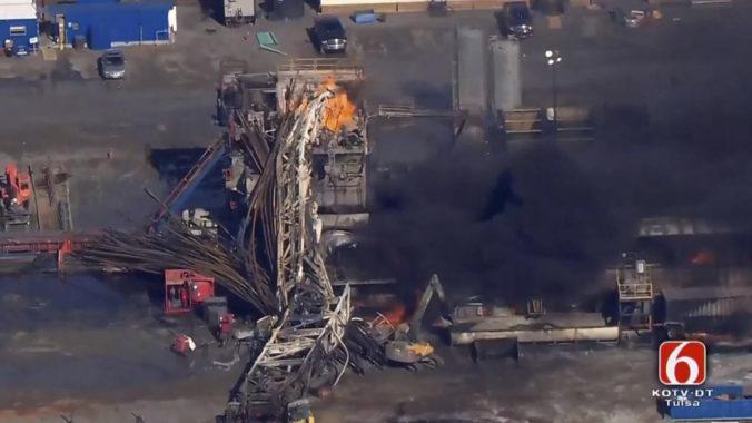 Pri výbuchu vŕtacej súpravy v Oklahome je nezvestných päť robotníkov, záchranári museli odísť