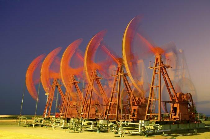 Ceny ropy sa zvýšili, ľahká americká ropa stúpla o 25 centov