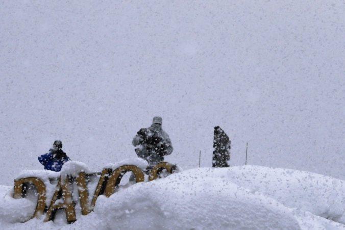 Vo švajčiarskom Davose demonštrácie proti Svetovému ekonomickému fóru nebudú, napadlo veľa snehu