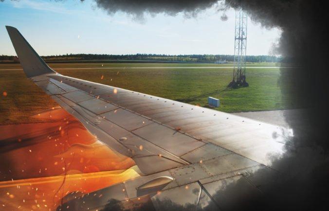 Dve osoby ušli z lietadla v New Jersey, bezprostredne po pristátí začalo horieť