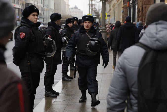 Islamský štát sa prihlásil k útokom na kresťanov v Dagestane, polícia zadržala manželku strelca