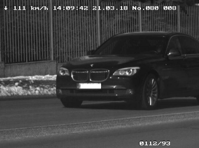 Foto: Vodič BMW uháňal cez mesto rýchlosťou 111 km/h, dostal pokutu 500 eur