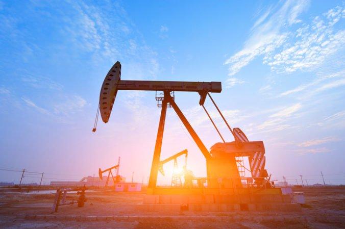 Cena ľahkej americkej ropy klesla o 87 centov, ropa Brent si odpísala 0,8 percenta