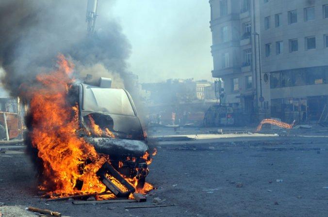 Pri výbuchu auta v Somálsku zahynulo najmenej štrnásť ľudí, viac ako desať ľudí je zranených