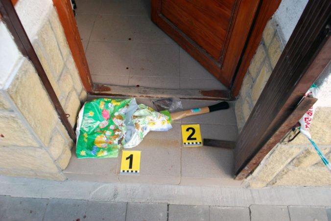 Foto: Radomír vtrhol so sekerou do záložne, predajca v sebaobrane použil plynovú pištoľ
