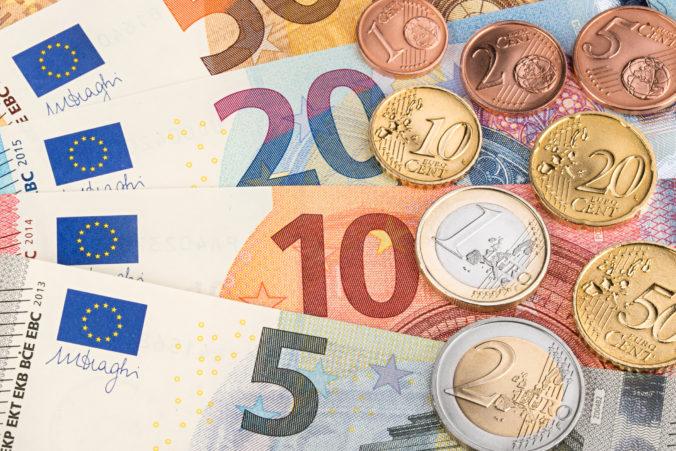 Spoločná európska mena posilnila oproti doláru