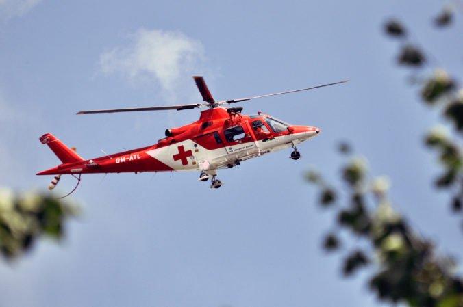 Pri nehode pred Dolnými Salibami zahynula osoba, zasahovali aj leteckí záchranári
