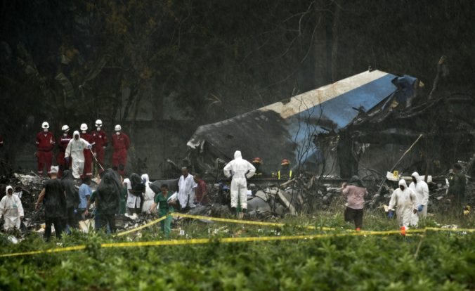 Foto: Počet obetí havárie lietadla na Kube narástol, nažive ostala posledná pasažierka