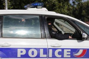 Žena zranila nožom dvoch ľudí vo francúzskom supermarkete, kričala Alláhu akbar
