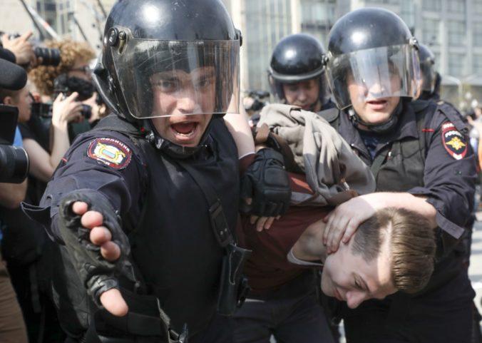 Taxík narazil v Moskve do chodcov a niekoľkých zranil, vodiča zatkla polícia