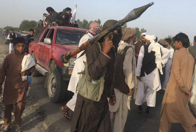 Oslavy prímeria v Afganistane majú po útoku samovražedného atentátnika už vyše 30 obetí
