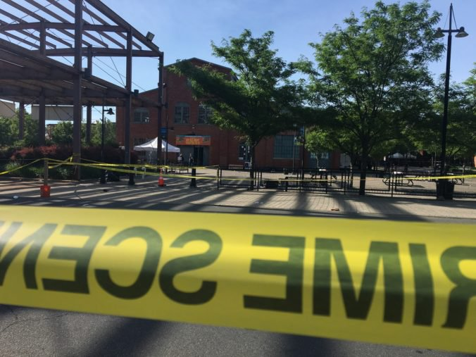 Nočná streľba na kultúrnom podujatí v Trentone má jednu obeť, desiatky sú zranených