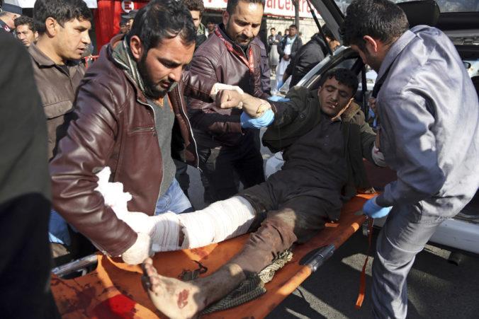 Počas osláv prímeria v Afganistane sa odpálil samovraždený atentátnik, hlásia desiatky mŕtvych