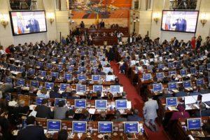 Bývalí členovia Revolučných ozbrojených síl zložili sľuby v kolumbijskom Kongrese