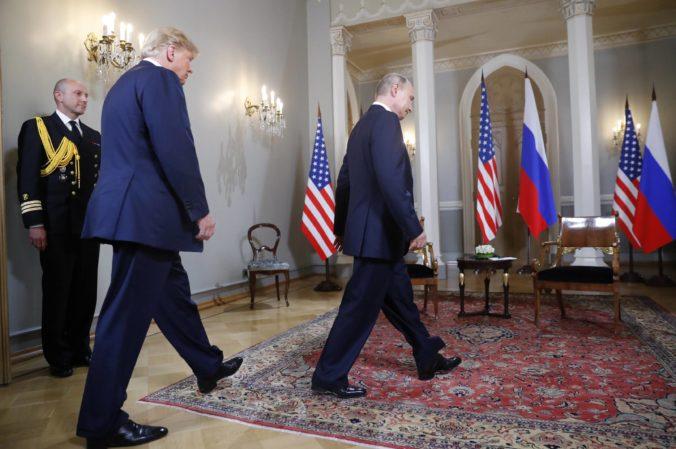 Senátori kritizujú Trumpa po stretnutí s Putinom, prezident USA kapituloval pred celým svetom