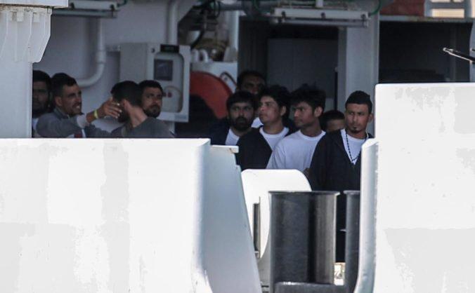 Taliansky premiér žiada členské štáty Európskej únie o pomoc s migrantmi zo zachránenej lode
