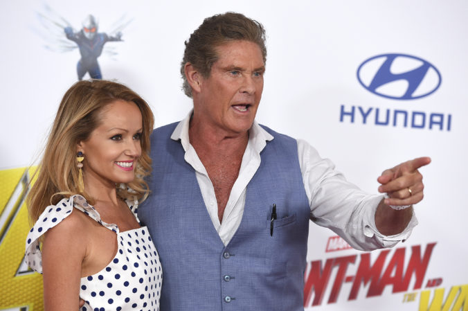 David Hasselhoff bude mať svadbu, vezme si svoju mladú snúbenicu Hayley Roberts