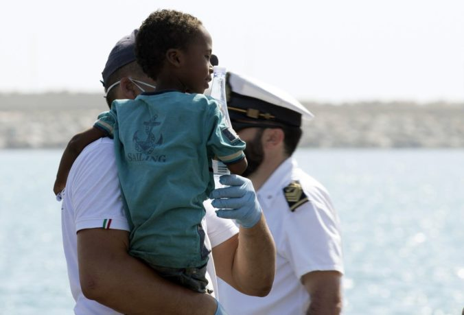 Aj Španielsko a Portugalsko prijmú migrantov, ktorých v Stredozemnom mori zachránila loď