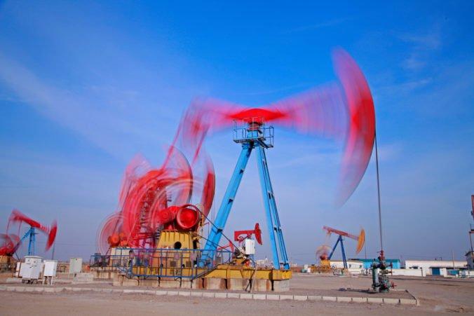 Ľahká americká ropa zlacnela, vykurovací olej si však pohoršil