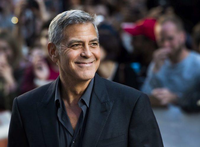 George Clooney mal na Sardínii nehodu, do jeho motorky narazilo auto