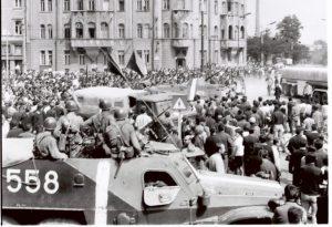 Komunistická strana si po vpáde vojsk Varšavskej zmluvy upevňovala moc aj v armáde