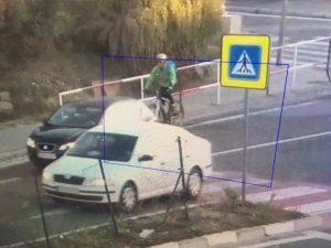 Cyklista utrpel vo Svätom Jure zranenia po strete s nákladiakom, polícia hľadá svedkov nehody