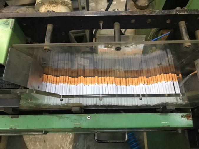 Foto: V Ružomberku objavili nelegálnu výrobňu cigariet, únik na daniach bol vyše tri milióny eur