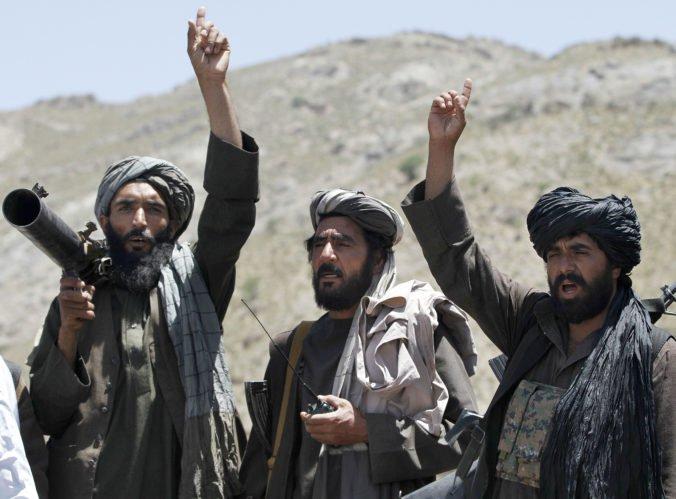 Taliban obsadil vojenskú základňu na severe Afganistanu, militanti zabili 17 vojakov