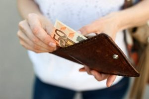Zamestnanec s priemernou mzdou zarobil na seba po 230 dňoch, daňové bremeno Slovákov neustále rastie