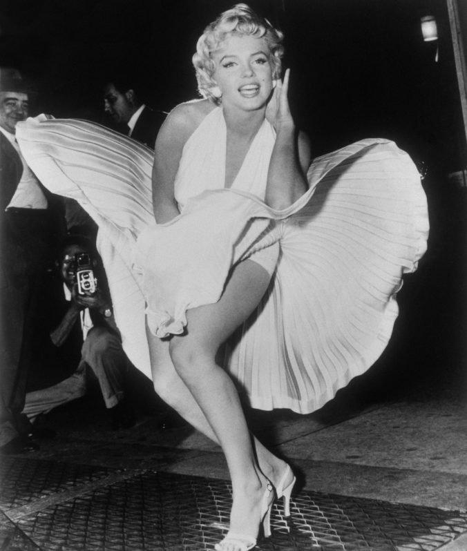 Koncom októbra budú dražiť šaty a osobné fotografie zosnulej herečky Marilyn Monroe