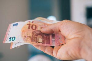 Výplatu sirotskej penzie uvoľní až potvrdenie o štúdiu