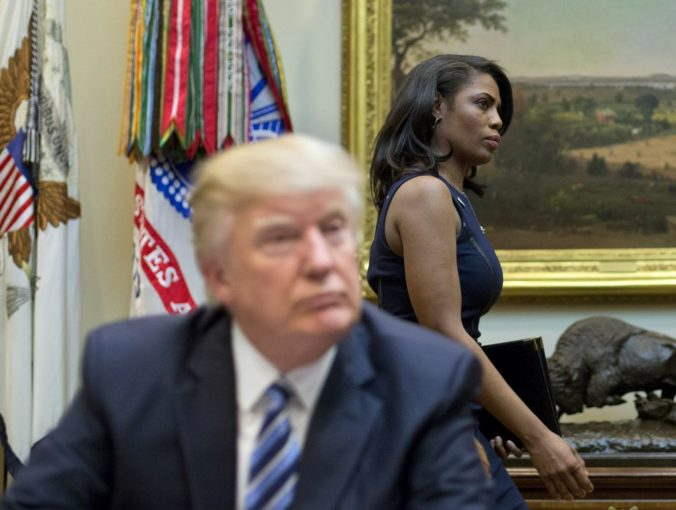 Dobre, že sme tú suku vyhodili, vyhlásil Trump o exšéfke komunikácie Bieleho domu Omarose