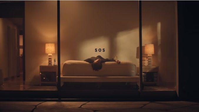 Cher zverejnila videoklip ku coververzii hitu SOS od švédskej formácie ABBA