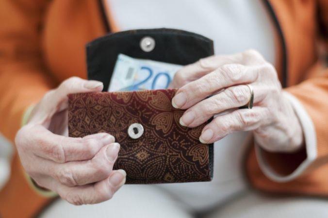 Dôchodcovia tento rok opäť dostanú vianočný príspevok, niektorí aj 100 eur