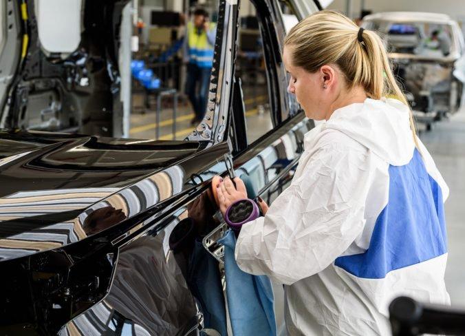 Atmosféra v automobilke Jaguar v Nitre je napätá, odborári sa s vedením stále nedohodli na platoch