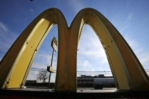 Európska únia dospela k záveru, že Luxembursko neposkytlo firme McDonald's osobitné daňové výhody
