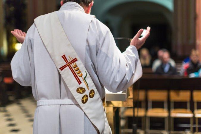 Sexuálneho zneužívania v Nemecku sa dopúšťalo takmer 1 700 kňazov, medzi obeťami sú hlavne deti